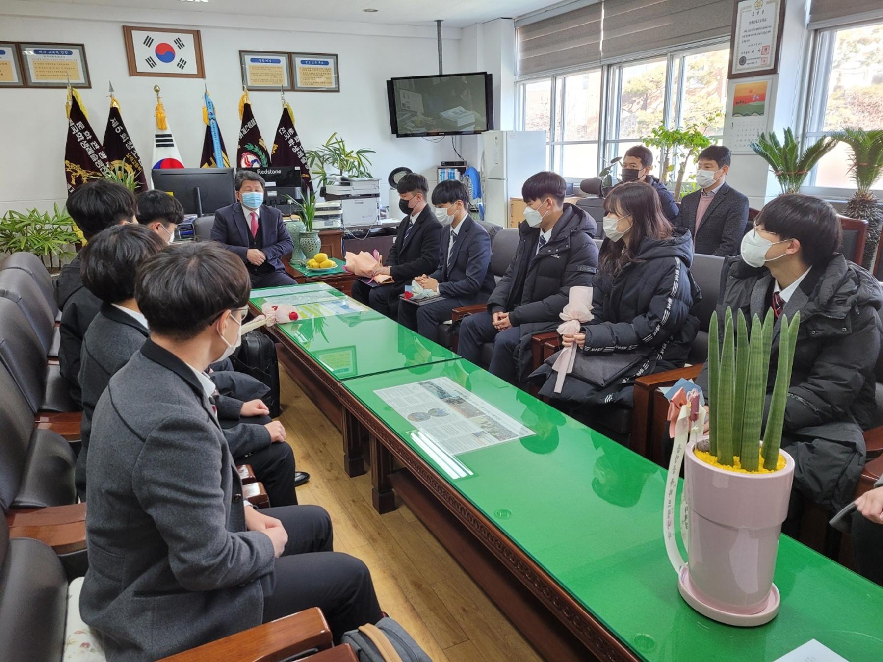 [대구]경북공고, 고졸 공무원 채용시험 합격자 8명과 선생님의 만남